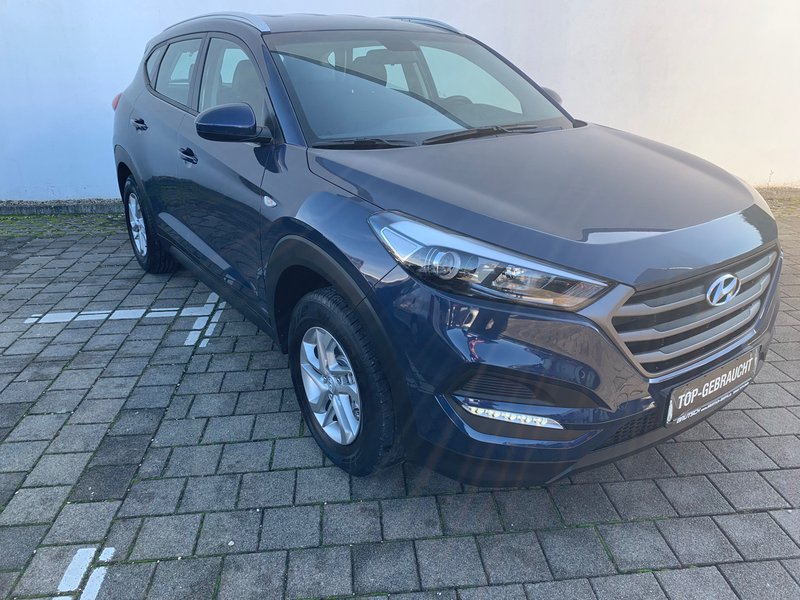 hyundai tucson 1 6 gdi blue 2wd klima navi ahk gebraucht kaufen in singen preis 18480 eur. Black Bedroom Furniture Sets. Home Design Ideas