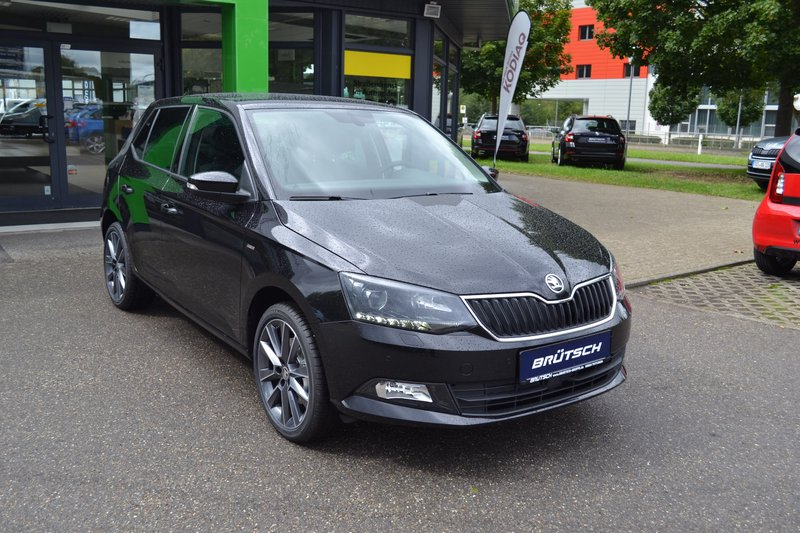 skoda fabia drive 1 0 tsi infotainment licht sicht. Black Bedroom Furniture Sets. Home Design Ideas