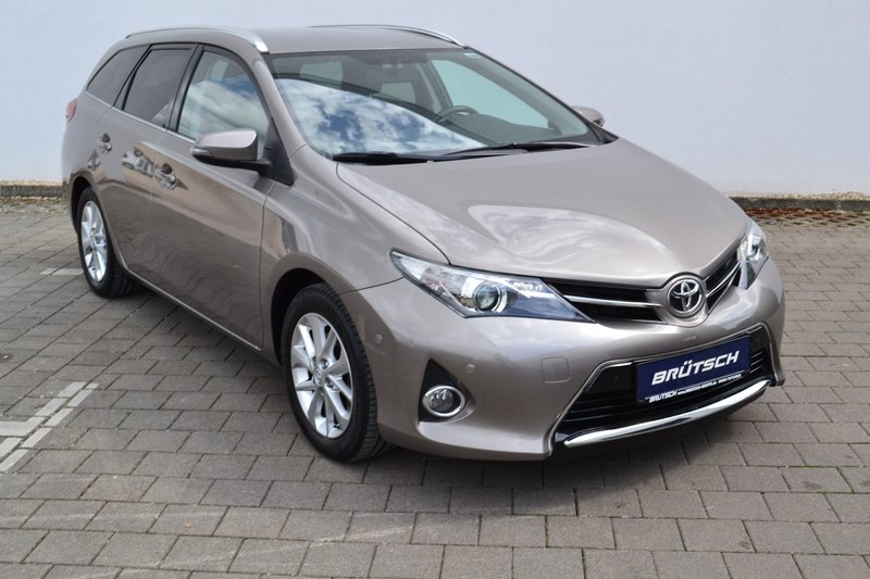 toyota auris touring sports auris 2 0 d 4d dpf touring. Black Bedroom Furniture Sets. Home Design Ideas